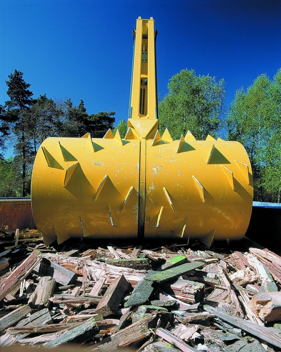 Kenburn install Bergmann Jumbo Roll Packer on Rails